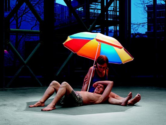 Couple under an Umbrella, 2013 (Pareja debajo de una sombrilla)  Procedimientos y materiales varios 300 x 400 x 350 cm. Caldic Collectie, Wassenaar. Cortesía Fondation Cartier pour l'art contemporain, Paris. Foto: Patrick Gries