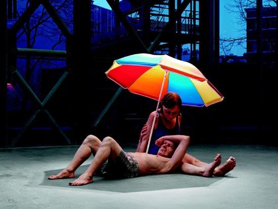 Couple under an Umbrella, 2013 (Pareja debajo de una sombrilla)  Procedimientos y materiales varios 300 x 400 x 350 cm. Caldic Collectie, Wassenaar. Cortesía Fondation Cartier pour l'art contemporain, Paris. Foto: Patrick Gries