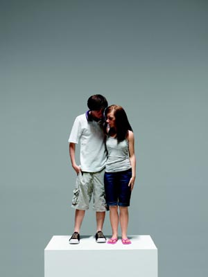 Ron Mueck, Young Couple, 2013. (Pareja joven) Procedimientos y materiales varios. 89 x 43 x 23 cm. Cortesía Hauser & Wirth / Anthony d'Offay, Londres. Cortesía Fondation Cartier pour l'art contemporain, Paris. Foto: Patrick Gries
