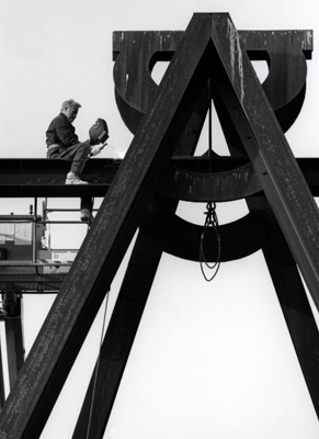 Mark di Suvero Sculpture